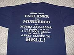 Camiseta Anti-Abu-Jamal vendida na região de Filadélfia[104]