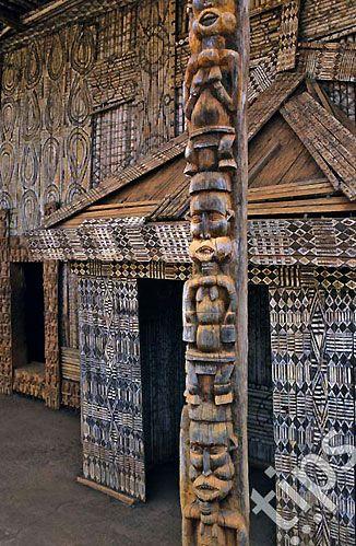 Detalhes da fachada do Palácio de Bandjoun, Camarões