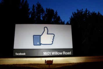 Mulher processa o Facebook em US$ 123 milhões após ser vítima da