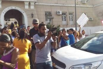 Lázaro Ramos causa alvoroço na Marcha contra Genocídio do Povo Negro em Salvador