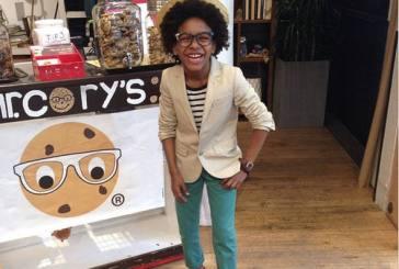 Garoto de 10 anos faz sucesso como CEO de marca de cookies