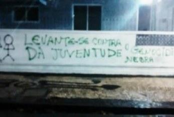 """Em capitais, muros amanhecem pichados """"contra o genocídio da juventude negra"""""""