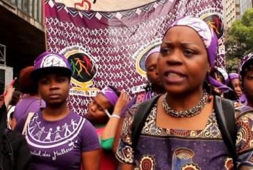 """""""Para o Ocidente, interessa mostrar uma África curvada aos seus pés"""", diz jornalista moçambicano"""