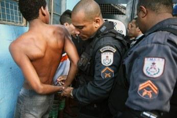 """Anistia: Brasil trata violência contra jovens negros como """"parte da paisagem"""""""