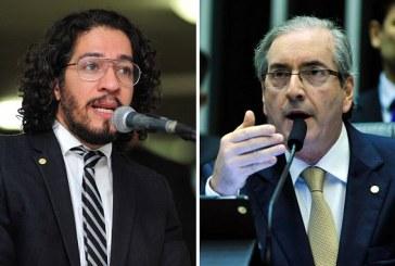 """Oportunista"", diz Jean Wyllys após Cunha estender cota aérea a deputado gay"