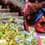 Marca infantil lança editorial a favor do cabelo crespo