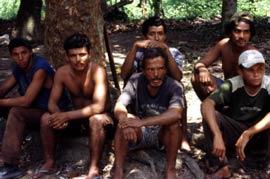 Grupo de trabalhadores resgatados na fazenda Peruano, em Eldorado dos Carajás (PA) (Foto: Leonardo Sakamoto)