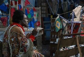 Longa-metragem resgata a arte e a loucura de Arthur Bispo do Rosário