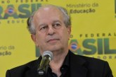 """""""Educação é o caminho para combater o preconceito racial"""", afirma Renato Janine"""