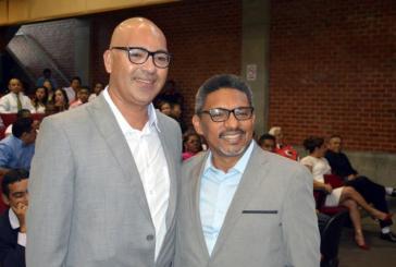 Professor da UFPI oficializa união homoafetiva em casamento comunitário