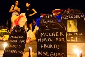 Católicas divulgam nota de repúdio a projeto de Cunha que aumenta punição a aborto
