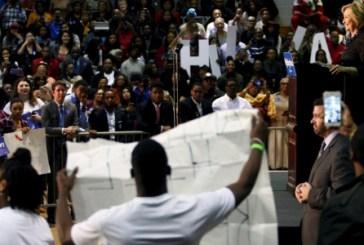 Ativistas negros interrompem discurso de Hillary Clinton no sul dos EUA