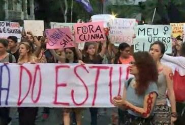 Mulheres voltam a protestar contra projeto de lei de Eduardo Cunha
