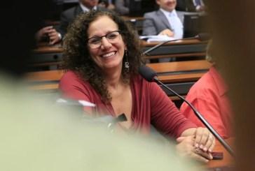 """Jandira Feghali, sobre o Bolsa Família e a manutenção do orçamento para 2016: """"Vencemos os preconceitos!"""""""