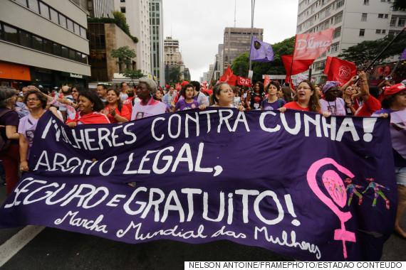 SP - ATO/CONTRA/IMPEACHMENT - POLÍTICA - Pessoas realizam um ato pedindo a saída de Eduardo Cunha, do cargo de presidente da Câmara dos Deputados e contra o pedido de impeachment da presidente Dilma Rousseff (PT), durante a tarde desta quarta feira na avenida Paulista, em São Paulo. 16/12/2015 - Foto: NELSON ANTOINE/FRAMEPHOTO/FRAMEPHOTO/ESTADÃO CONTEÚDO