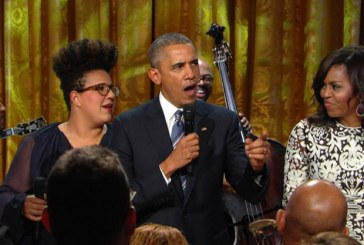 Obama canta em homenagem a Ray Charles na Casa Branca