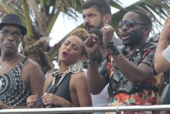 """""""Trabalhamos mais e ganhamos menos"""", diz Lázaro sobre Jay-Z e Beyoncé"""