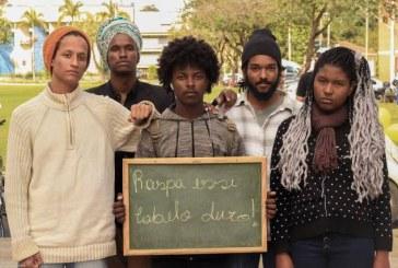 Membros do Neab Viçosa – MG participam de ensaio fotográfico como forma de intervenção contra o racismo e as diversas opressões sofridas por jovens negros/as.