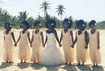 Noiva e madrinhas negras mostram o poder de seus cabelos afro e a internet se apaixona