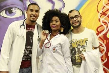 Ela é aluna de medicina, preta, da periferia e nos deu uma lição