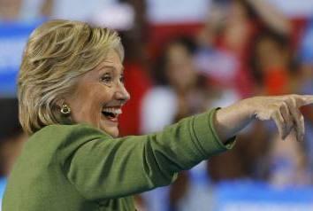 Hillary Clinton faz história e garante indicação democrata à Presidência dos EUA