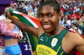 Caster Semenya deixa preconceito e rivais para trás e conquista ouro nos 800m