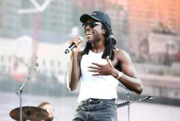 Blood Orange faz emocionante tributo a vítimas de assassinato com faixas do elogiado Freetown Sound