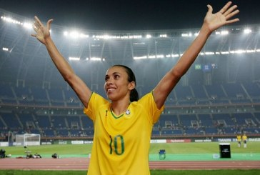 """Após vitória histórica, Marta agradece companheiras: """"Vocês me reergueram"""""""