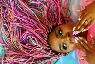 Por que você pode tudo, conheça Amina Mucciolo e seus cabelos arco-íris