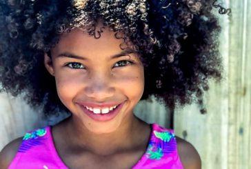 Especialistas alertam para riscos do alisamento de cabelo em crianças