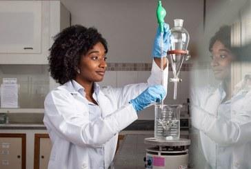 Engenheira Nadia Ayad, brasileira, vence concurso mundial por sua pesquisa com carbono