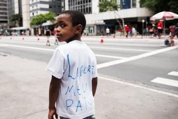 Moradores da periferia de SP vão à Paulista denunciar racismo na prisão de ambulante