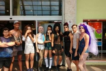 Grupo de drag queens é barrado em shopping da Zona Leste de São Paulo