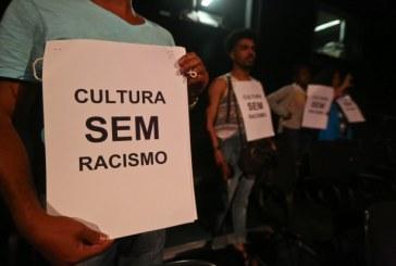 Cidadãos e artistas negros manifestam contra o uso do 'blackface'