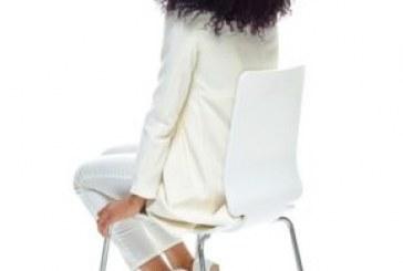 Loja pede para que mulher negra alise o cabelo para contratá-la