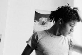 Fotos raras do jovem Basquiat em seu apartamento em Nova York
