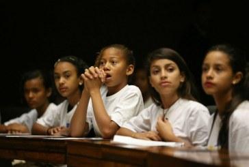 """Cláudia Costin: """"A educação no Brasil não ensina a pensar"""""""