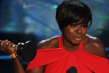 A vez dela! Viola Davis leva para casa o Oscar de 'Melhor Atriz Coadjuvante' pela primeira vez