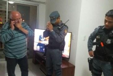 """Professor de medicina da UFMT é preso em flagrante após chamar porteiro de """"preto safado"""", mas nega acusação"""