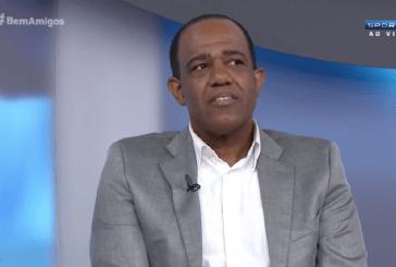 Abel Neto relata que é vítima de ofensas racistas em estádios brasileiros