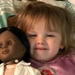 'Essa boneca não parece com você': resposta de garota de 2 anos a vendedora é fabulosa