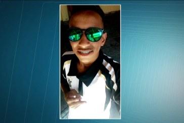 """Adolescente espancado por policiais militares com """"cabo de enxada"""" em abordagem, morreu nesta quinta"""