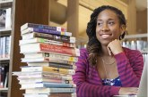 Kaya Thomas criou um app que te ajuda a encontrar livros de autores negros