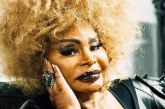 Elza Soares recebe pedido para não abordar política em show, e rebate: 'O show é meu'