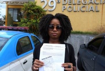 Jovem negra acusada injustamente por furtar um casaco que era seu, saiu da delegacia como acusada