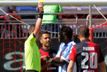"""""""Fui tratado como criminoso"""", diz jogador punido após ser alvo de racismo"""
