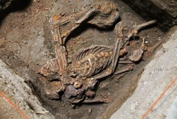 Arqueólogos apresentam esqueleto de mulher encontrado no Instituto dos Pretos Novos