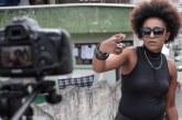 """Com clipe """"Pretas Panteras"""", Débora Garcia homenageia líderes como Tereza de Benguela e Angela Davis"""