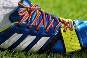 Futebol inglês veste arco-irís em campanha contra homofobia no esporte