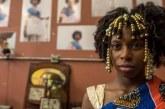 """MC Soffia usa boneca para falar de autoestima: """"Sou uma Barbie Black"""""""